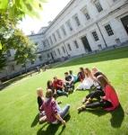 summer_schools_london_ucl_campus_lawn.jpg